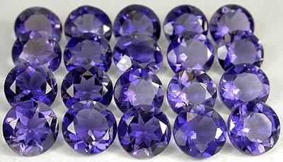 Edelstein Iolit Rund in violetter Farbe